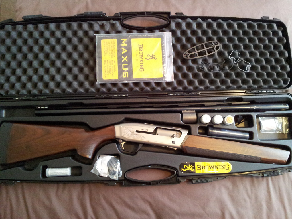 Browning Maxus 12 Gauge Semi Automatic Used Excellent