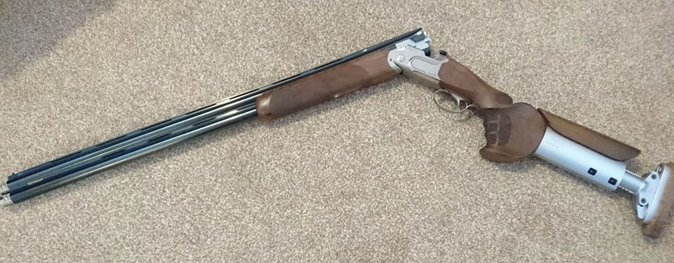 Beretta, DT11, 12 gauge, Over and Under, Right Handed, Used